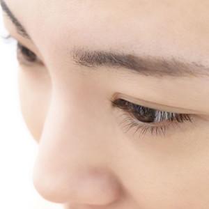 眼瞼下垂とアイプチ
